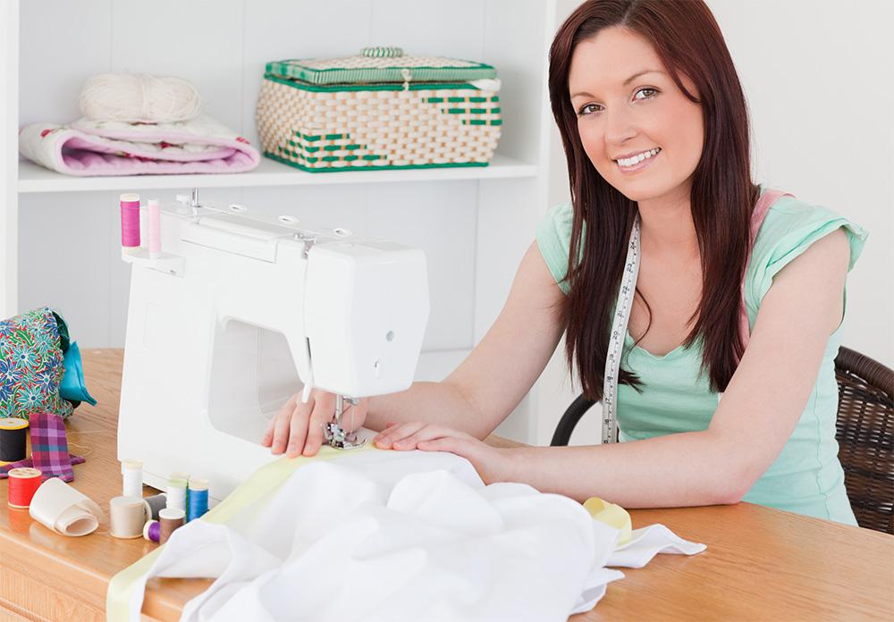 Как заработать на пошиве одежды, сидя дома?